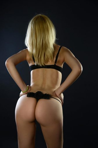 ΣΟΝΙΑ καυτη και υγρη για σεξ