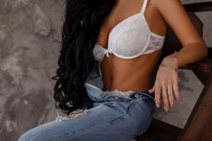 ESCORTS CALL GIRL KARYNA-1
